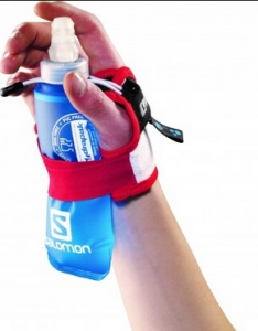 c837613b1df Ik had in 2013 al een handgreep gezien, maar dat leek me erg onhandig, en  ook niet lekker zitten met dat plastic tegen de huid.